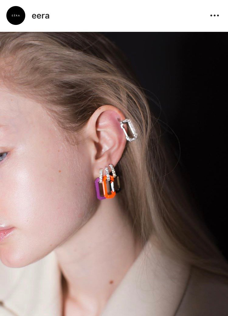 EÉRA Chiara單邊耳環造型如登山扣環,造型時髦一推出就爆紅。圖/取自IG...