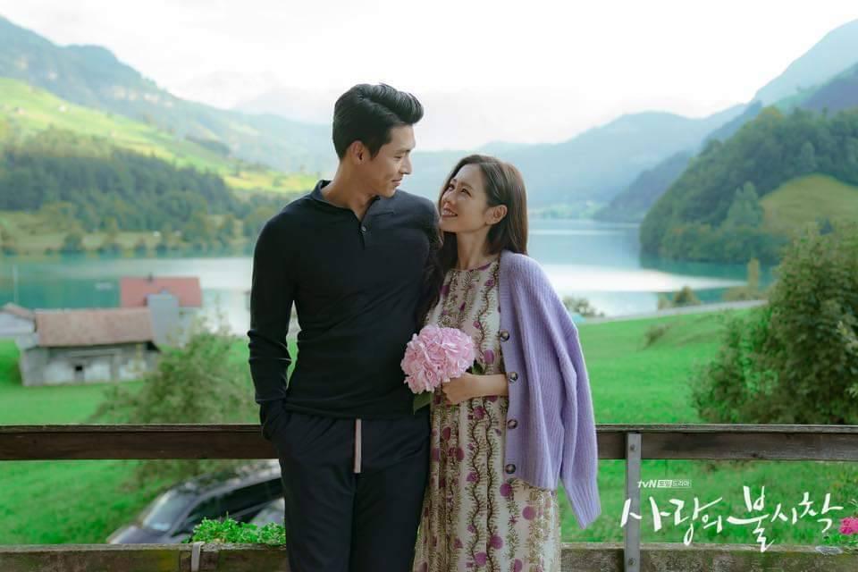 玄彬和孫藝真相視而笑。圖/摘自tvN臉書