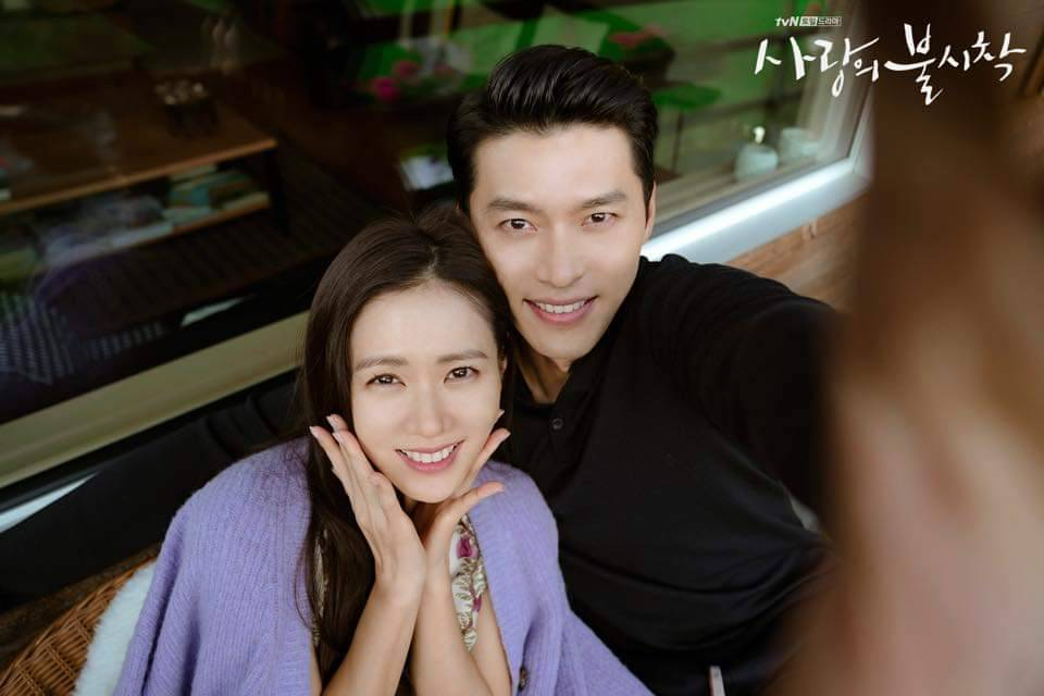 玄彬抓著相機自拍。圖/摘自tvN臉書