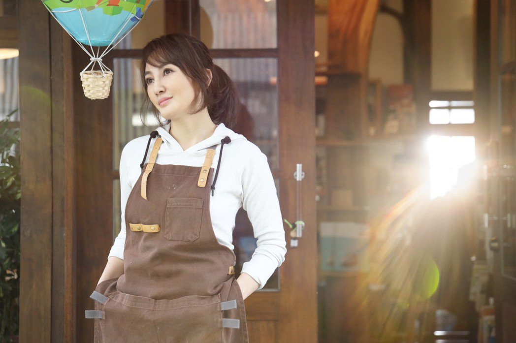 王宥忻出專輯「宥見逆光的幸福」唱出女人成長的故事。圖/發了瘋了娛樂提供