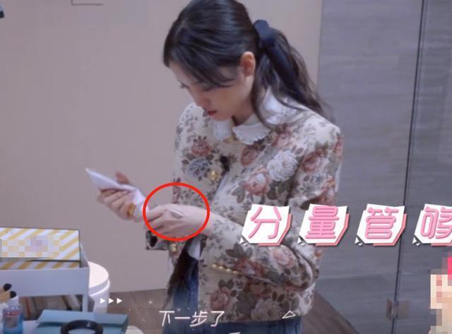 歐陽娜娜用護手霜不手軟。圖/摘自微博