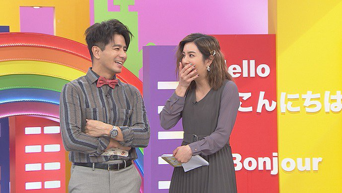 郭彥均(左)和莎莎主持「WTO姐妹會」。圖/八大提供