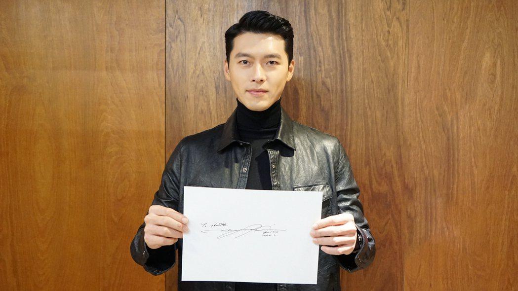 玄彬透過親筆簽名感謝台灣粉絲支持。圖/Netflix提供