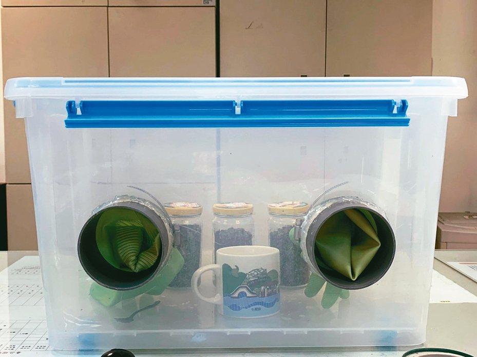 台中一名陳姓碩士生用置物箱和罐頭打造無菌室,培養二級毒品「迷幻蘑菇」。 圖/警方提供