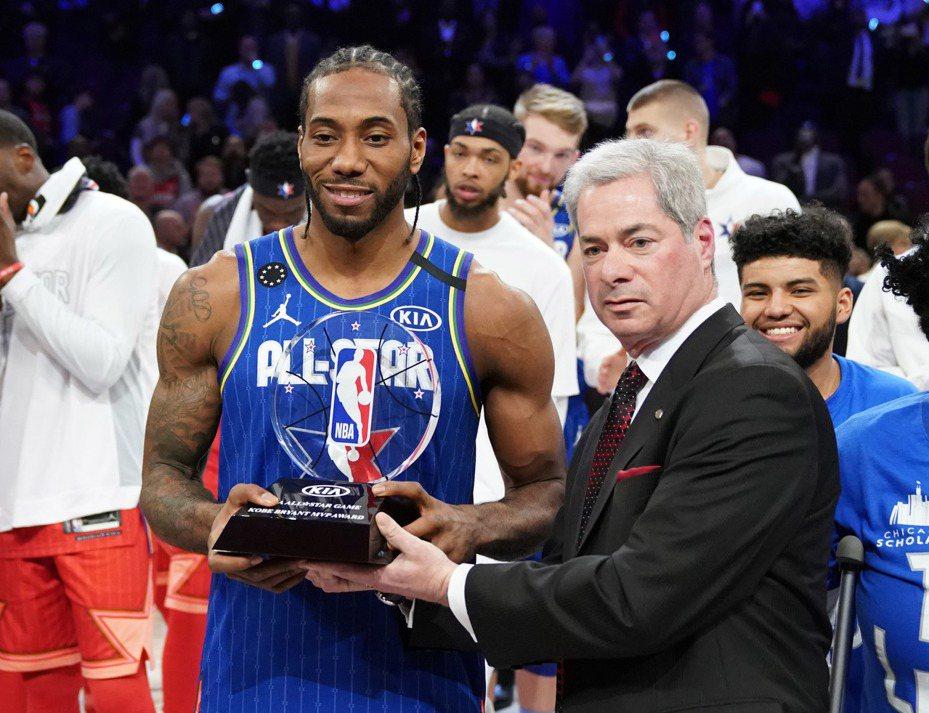 雷納德(左)獲明星賽MVP。 路透