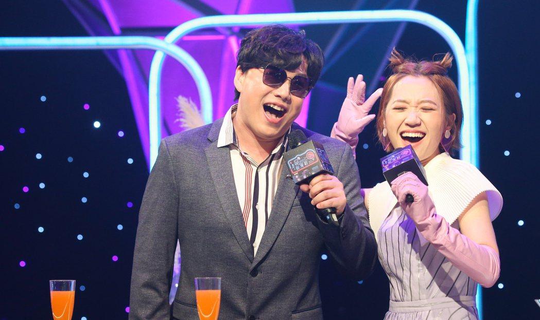 蕭煌奇(右)與LULU(左)主持華視全新台語歌唱綜藝《上奅台灣歌》。記者陳立凱/...