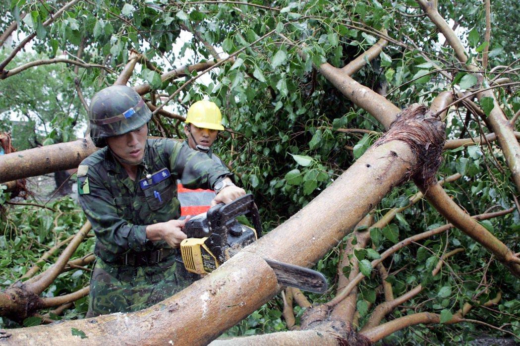 台灣遭逢天災,總少不了出動國軍官兵救災。圖/軍聞社資料照