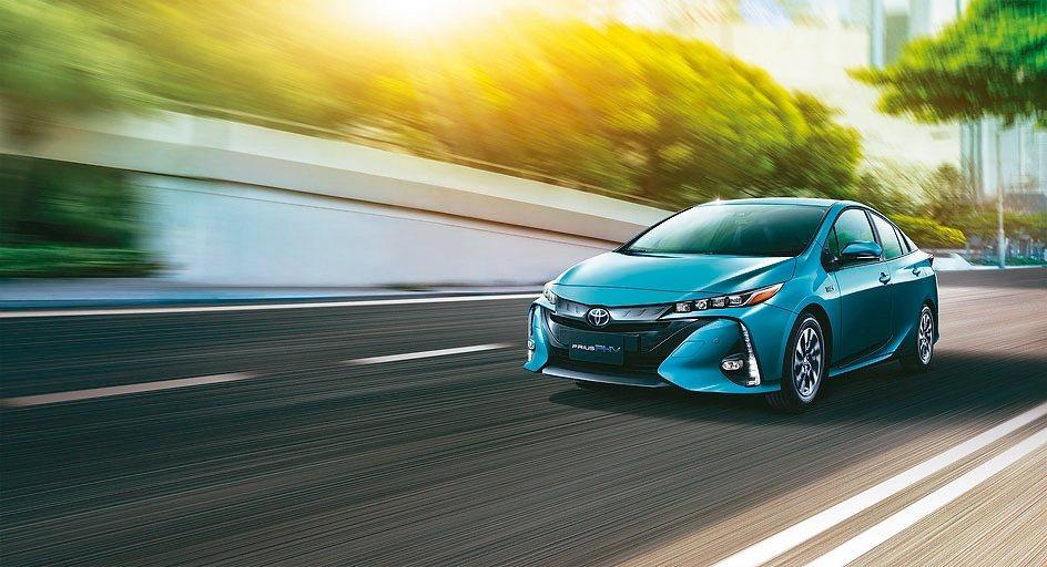 PRIUS PHV充飽電加滿油可跑到1,000公里。 和泰車/提供