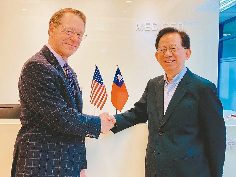 高端總經理陳燦堅(右)昨日與美國NIH合作開發新冠肺炎疫苗,此案由美國疾病管制署(CDC)前東南亞地區辦公室主任馬理森博士(左,Michael D. Malison)牽線。 記者黃文奇╱攝影