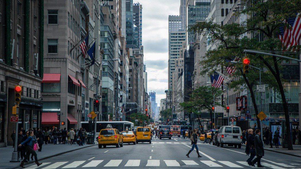 武漢爆發的冠狀病毒疫情,打亂廠商復工。紐約服裝業者正憂心如何因應可能面臨的斷貨危...