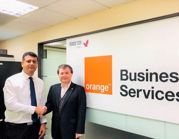 皇輝科技執行長張智強博士(右)與法國電信集團Orange OAB代表合影。 ...