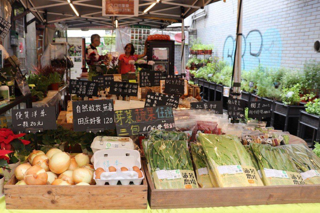 樂農生活協助小農推廣及販售有機蔬果。 圖/徐菁攝影