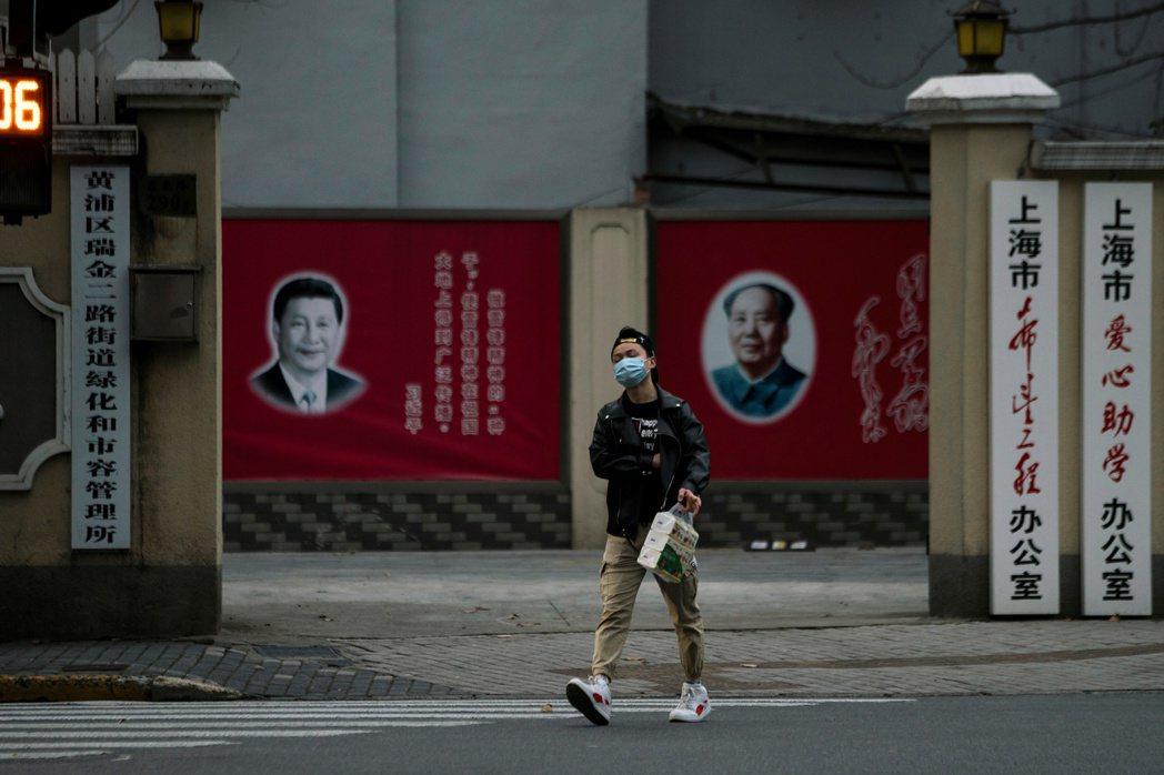 中共仍寄望透過傳統政治動員方式對抗險峻情勢,這與彼時毛澤東處理大躍進危機的邏輯如出一轍。 圖/路透社