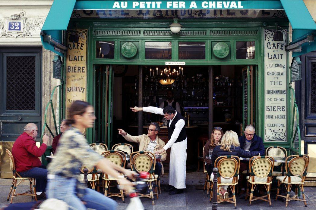 法式浪漫的糖衣毒藥,包裝的到底是誘惑?還是強暴?圖為巴黎街景示意圖。 圖/美聯社