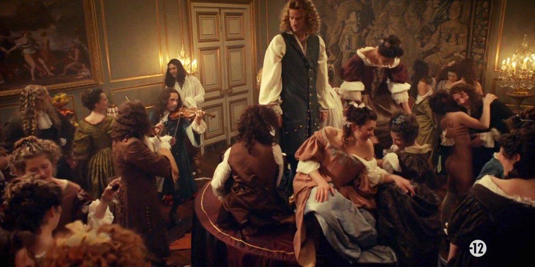 路易十四致力建構絕對王權,頓失政治權力的貴族在百無聊賴中逐漸沉迷於追逐情慾,發展...