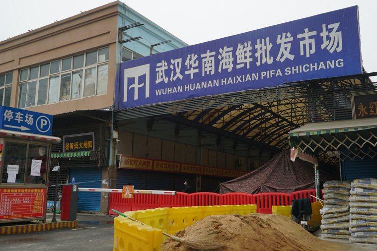 武漢海鮮市場是新冠肺炎病毒最可能的發源地。(美聯社)