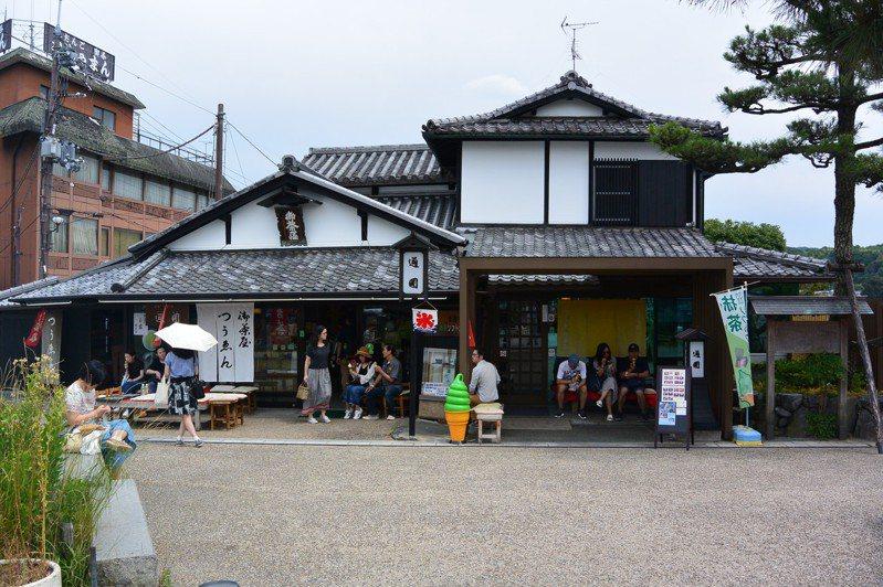 位在京都外郊的茶屋「通圓」雖然外表不起眼,但已開業超過900年。  圖/擷自維基百科