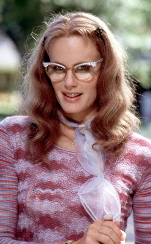 黛瑞漢娜在「鋼木蘭」刻意扮醜。圖/摘自eonline