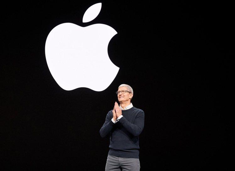 傳言蘋果將於3月31日舉辦今年首場發表會。(圖為蘋果執行長Tim Cook於20...