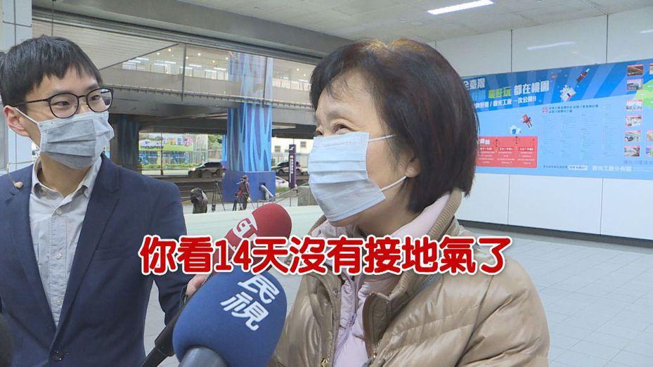 首批從中國武漢包機返台的247位台商、陸配、親友經歷14天的隔離,除了1名確診確診案例仍在醫院治療外,其餘一早6點宣布解除隔離。返家者們聽到結束隔離,有人說結束之後想好好「接地氣」。記者顏凱勗攝影
