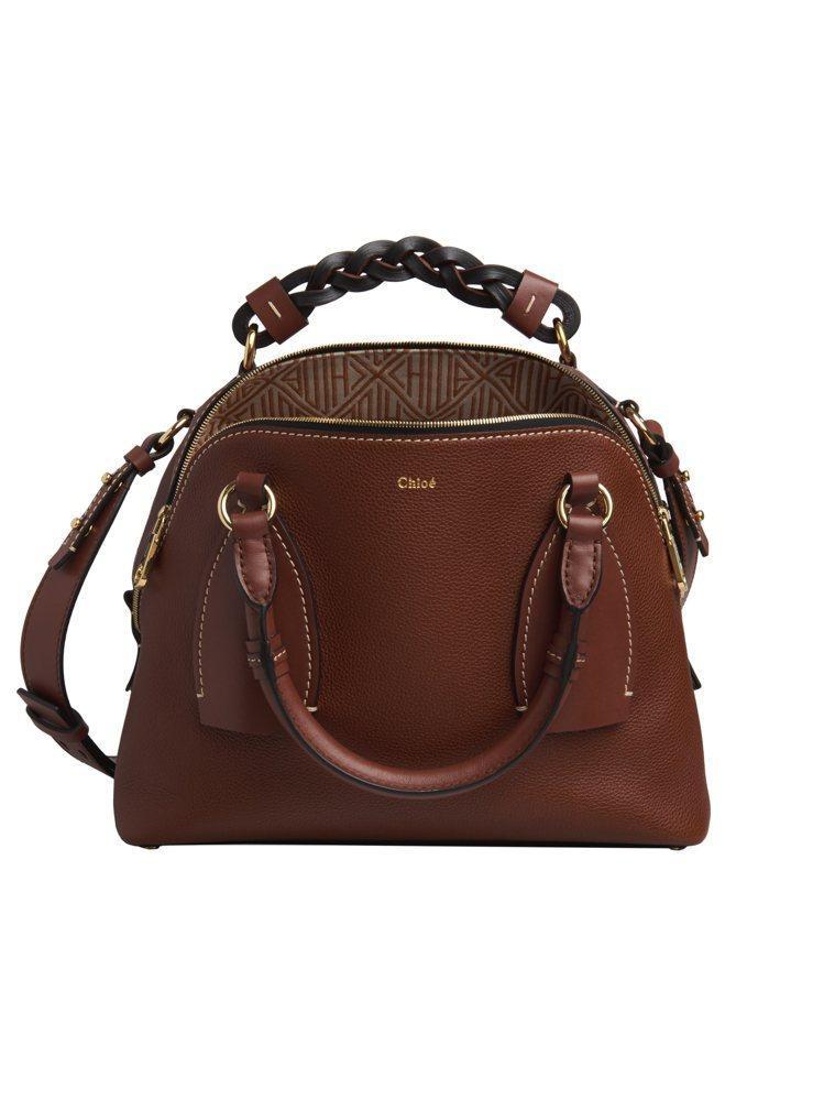 Chloé Daria咖啡色肩背手提兩用包,售價73,000元。圖/Chloé提...
