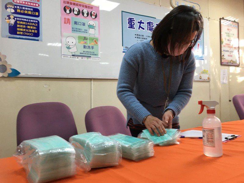 雲林縣10家衛生所本周四開始販售實名制口罩。記者陳雅玲/攝影