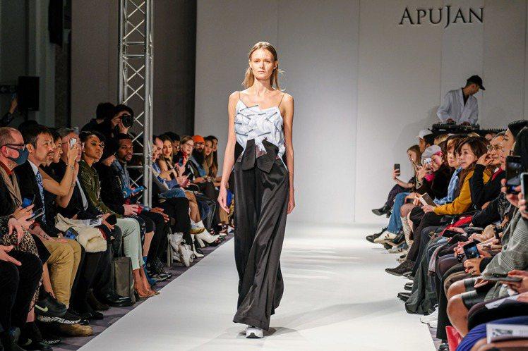 雲門舞集創辦人林懷民對於秀上黑、白服裝的表現,印象特別深刻。圖/APUJAN提供