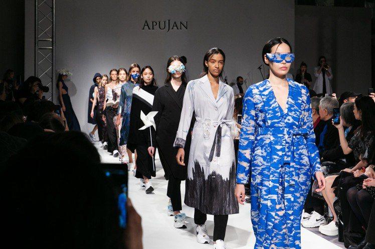 透過花藝製作的帽飾、髮飾、眼鏡等配件,呼應雲朵奇幻飄渺的姿態。圖/APUJAN提...