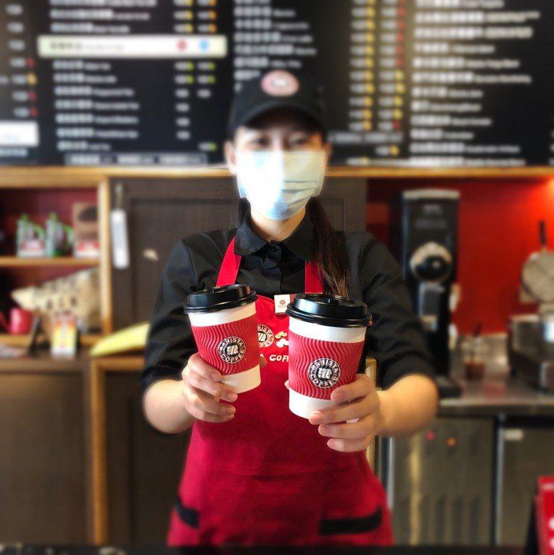 西雅圖極品咖啡推出外帶飲品買一送一優惠活動。圖/西雅圖提供
