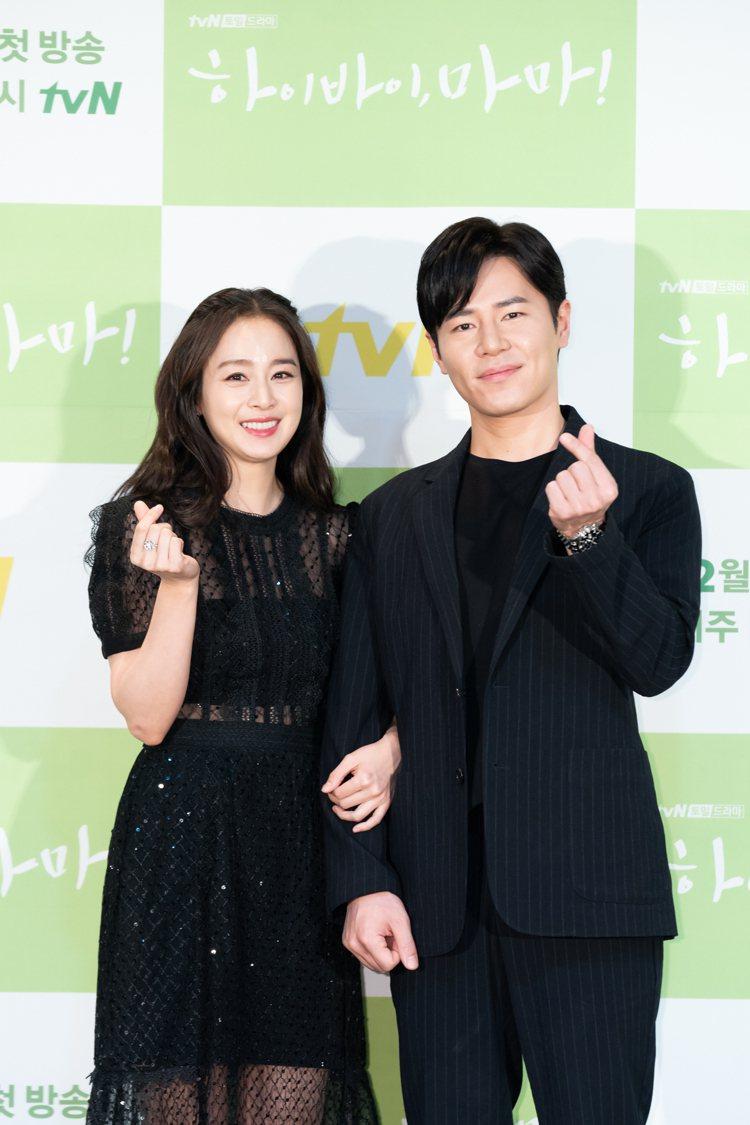 金泰希與李奎炯飾演夫妻。圖/Netflix提供
