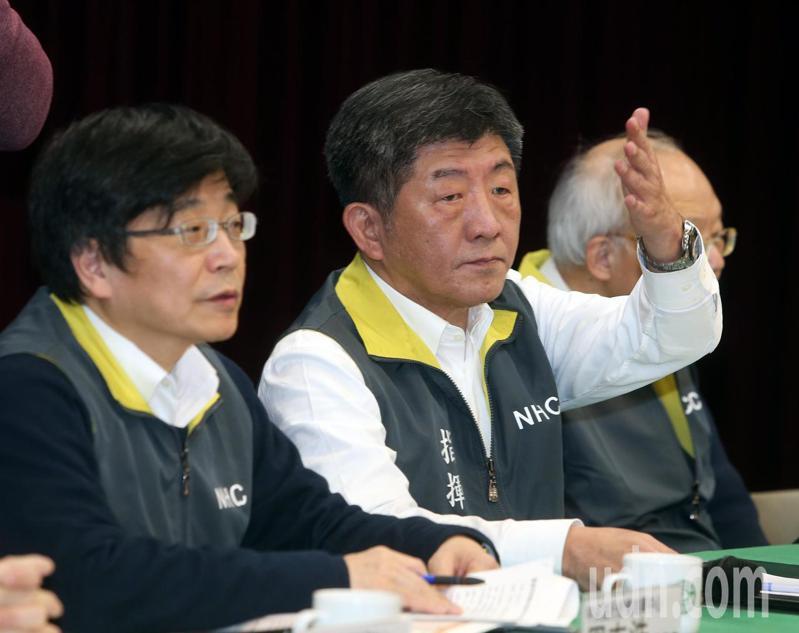 衛福部長陳時中今天表示,白牌運將155名接觸者除4名確診家人,其餘149人陰性、2人檢驗中,顯示疫情未延燒社區。記者曾吉松/攝影