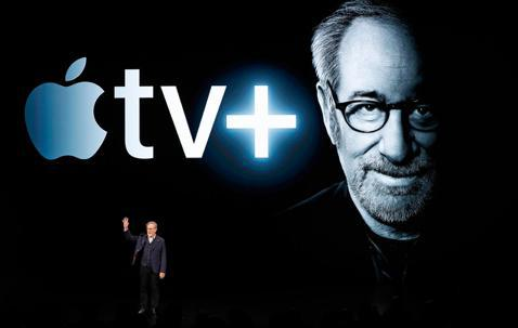 影音串流平台競爭愈來愈激烈,蘋果原創的APPLE TV+和金獎巨導史蒂芬史匹柏攜手合作的新版「驚異傳奇」即將在3月6日推出,35年前史匹柏號召幾位電影名導試圖革新美國影集面貌,讓「驚異傳奇」成為矚目...