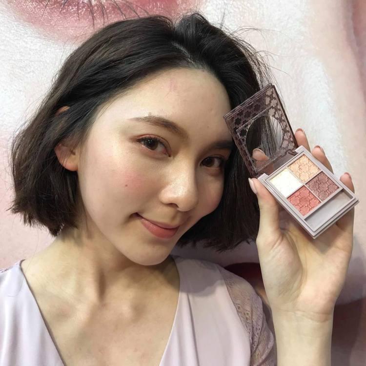 Visee晶緞璃花眼影盒主打色「RD-6鉛丹薔薇紅」是近年超夯的乾燥玫瑰色系。記...