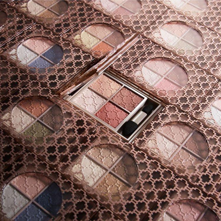 Visee晶緞璃花眼影盒採用精緻時尚感的璃花圖騰設計,售價360元,共8色。圖/...