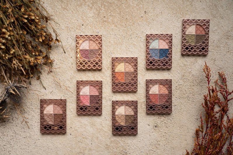 Visee晶緞璃花眼影盒採用精緻時尚感的璃花圖騰設計,售價360元,共8色。圖/Visee提供