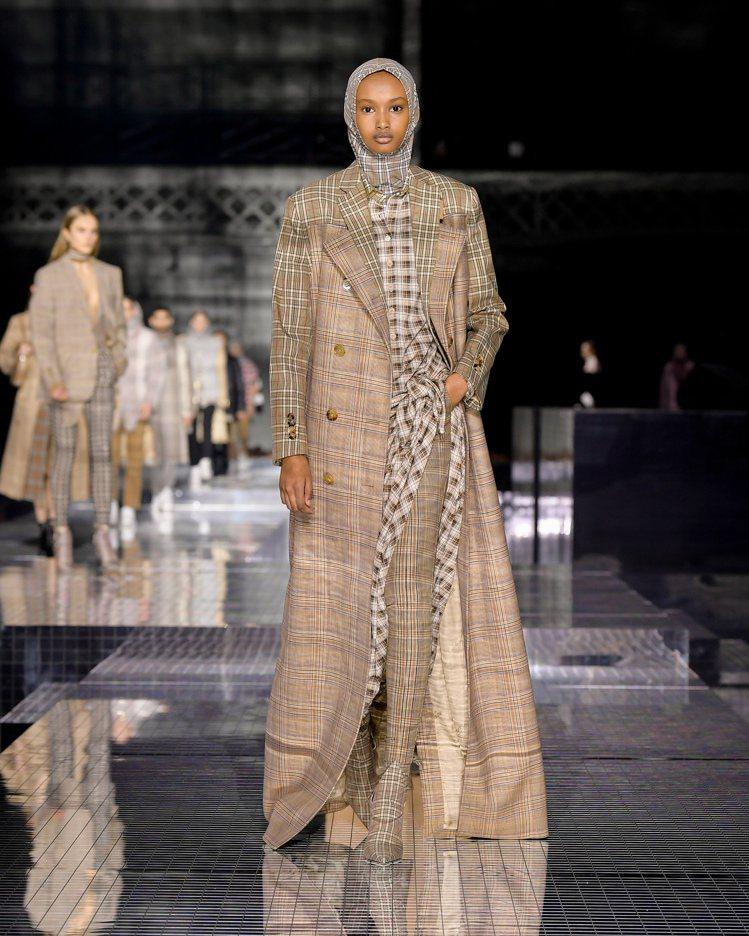年輕時遊歷印度所見的人文與風景,成了Riccardo Tisci秋冬女裝的靈感。...