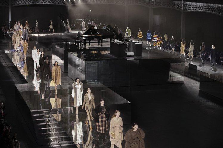 BURBERRY於倫敦肯辛頓奧林匹亞展覽中心發表2020秋冬男、女裝系列。圖/B...