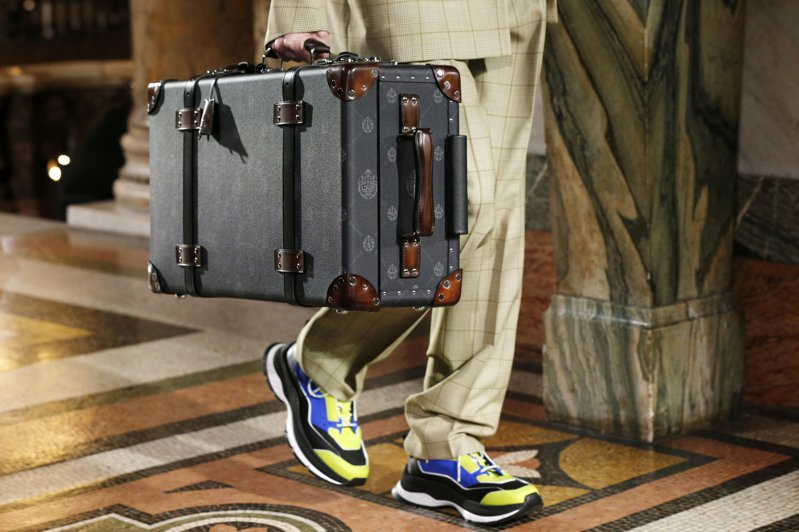 英國品牌Globe-Trotter與Berluti聯名推出旅行系列袋包、行李箱。圖/Berluti提供