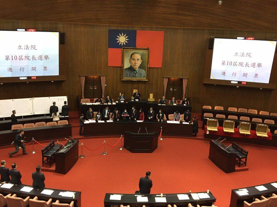 立法院21日開議,各政黨如何透過防疫政策為產業紓困,是新國會首要任務。 圖/聯合報系資料照片