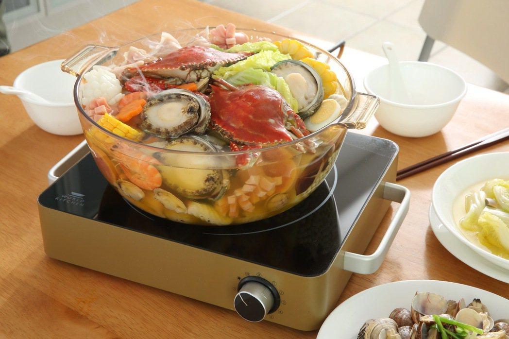 食補燉湯,就看康寧VISIONS晶彩透明鍋秀。 康寧/提供