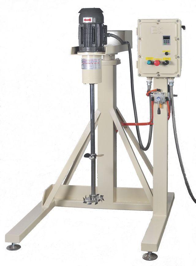 泰億國際攪拌機械公司推出防爆型氣壓升降擴散攪拌機。 泰億/提供