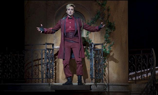 Nicolas Turconi(尼可拉斯.特寇尼)在法語音樂劇《羅密歐與茱麗葉》...