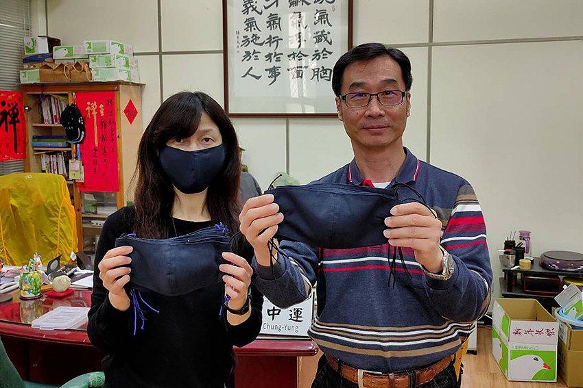 中央大學社區媽媽親手縫製一批布口罩,送給中央大學第一線防疫工作人員。 中央大學/...