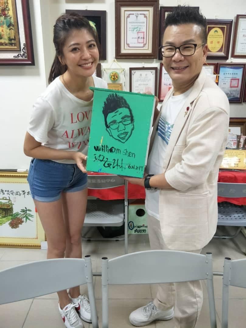 沈玉琳在《玉琳哥來代班》與陳育涵搭檔主持。 圖/擷自沈玉琳臉書
