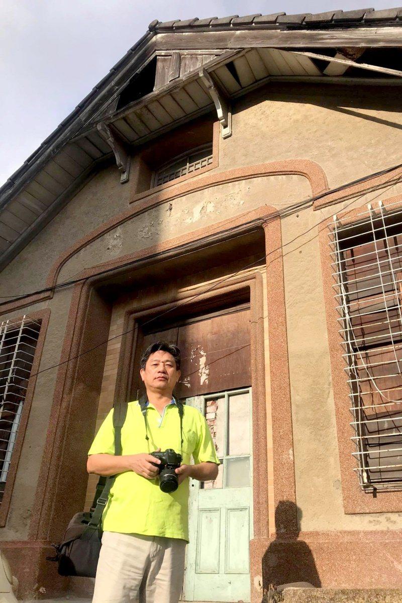 莊昭盛因集郵而報考郵政特考,一有休假常常揹著相機,記錄郵局老建築,更希望能好好的...