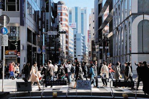 日本政府在2014年提出了「地方創生」一詞,強化地方經濟圈的拉力,以政策造成核心...