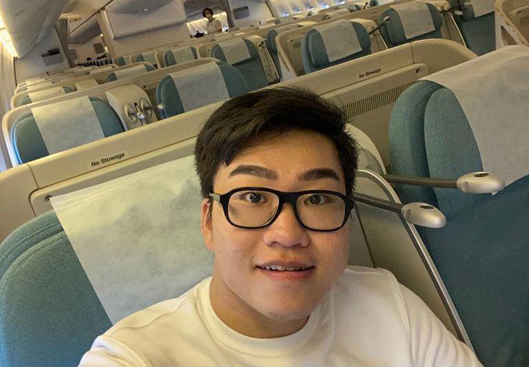 Joeman在臉書分享赴韓差旅的經歷,只見照片中整個機艙只有他一人。圖擷自Joeman 臉書