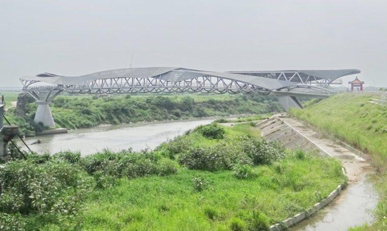榮獲國際建築獎的女兒橋。 圖/蔡維斌 攝影