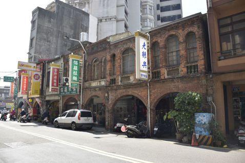 位於北門街上的百年老店「老振興」。