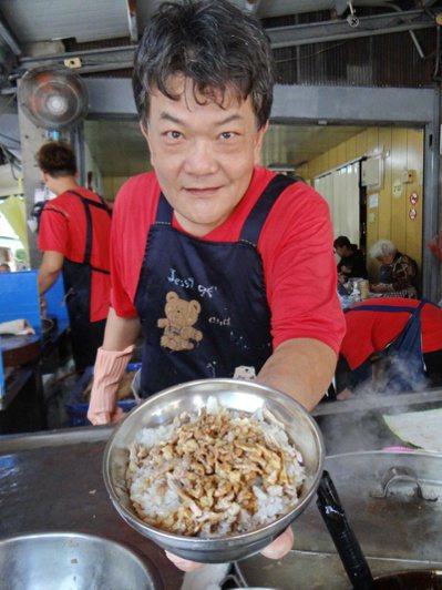 北港朝天宮廟前鴨肉飯是遊客的最愛。 圖/蔡維斌 攝影